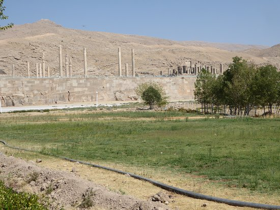 Persepolis from  different angle.    sometimes IT'S WORTH IT TO TAKE UNTRODDEN PATHS.