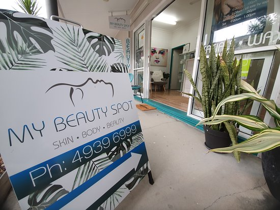 Emu Park, Австралия: Our beautiful store shop front.
