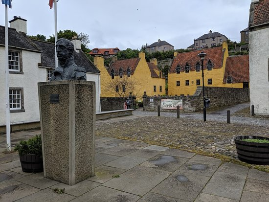 Outlander Adventure Small-Group Day Tour from Edinburgh: Culross Village