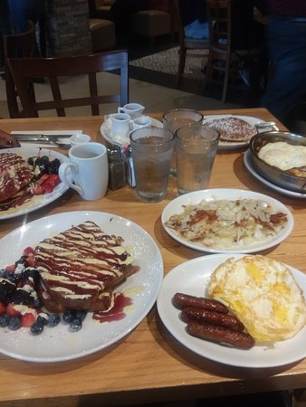 Chicago, IL: Breakfast at Wildberry was delicious.