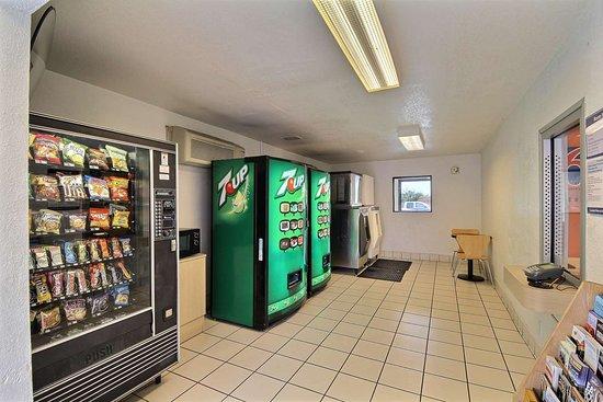 Motel 6 San Marcos, TX - North: vending