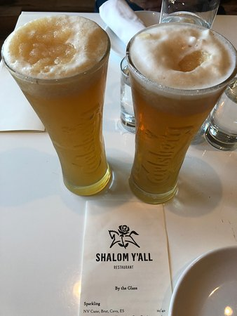 Shalom Y'all: Iceberg lemonade. The perfect drink for a hot day!