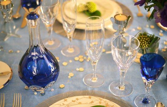 KAGAMI Palace Shop: 宮内庁正餐用食器を原型に作成しているロイヤルラインのグラス&デキャンタ。