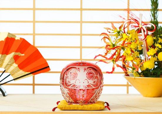 KAGAMI Palace Shop: 金赤クリスタルガラスで作られた珍しいだるま。