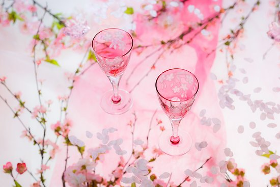 KAGAMI Palace Shop: 桜を施したワイングラス。カッパーホイールエングレーヴィング(グラヴィール)という加工は、絵画のような繊細な表情をお楽しみいただけます。