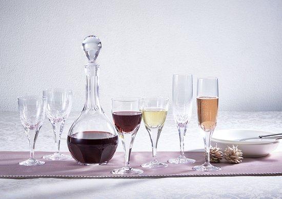 KAGAMI Palace Shop: 宮内庁正餐用食器を原型に作成されたロイヤルラインのグラス&デキャンタ。
