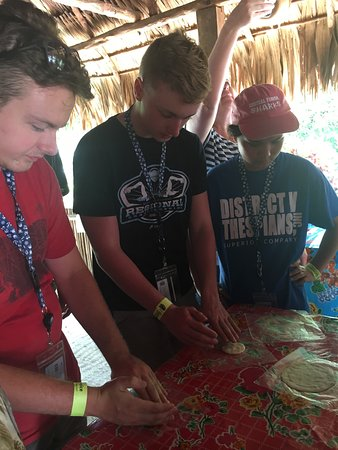 The Native Choice Tours : Kids making tortillas