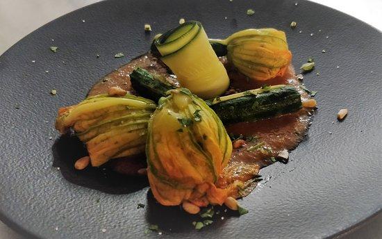 Fleurs de courgettes farcies | sauce aux câpres