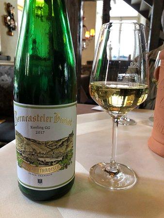 Doctor-Weinstuben Hotel: ベルンカステルで一番有名なターニッシュ家のドクトール・リースリングGG(辛口)。昔でいうところのシュペートレーゼ・トロッケン。コクもあって美味しい。