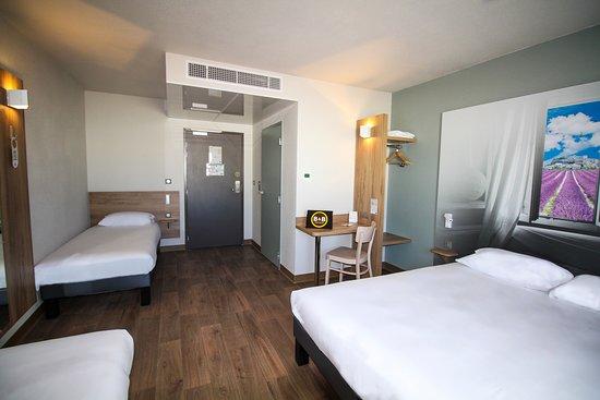 La chambre familiale pour 4 personnes de l'Hôtel B&B Montélimar Sud