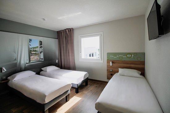 La chambre triple de l'Hôtel B&B Montélimar Sud
