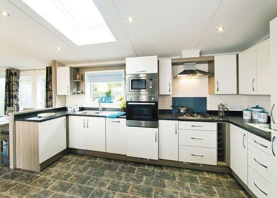 Tan Rallt Luxury Holiday Park: Valley View Lodge - Kitchen