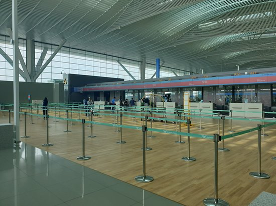 Korean Air: 인천공항 대한항공 프레스티지 체크인 카운터요. 토요일이었는데도  한산한 모습이네요.