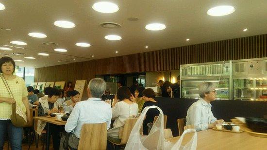 civic core 内の食堂、飲食スペース