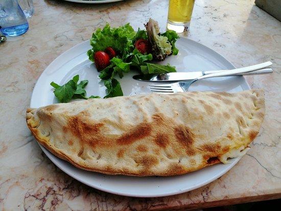 Pizzeria Casavostra: Calzone