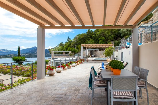 Thealos Village Resort Lefkada: Shaded area dedicated to the residents of the apartments.