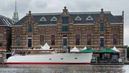 Wormer, Нидерланды: Nearby based yachtbuilder Claasen Shipyards Zaandam used the warehouse Batavia 1894 grand-café area for the official delivery party of 23m motor yacht Stargazer. May 2019.  Unique location & fantastic atmosphere!!