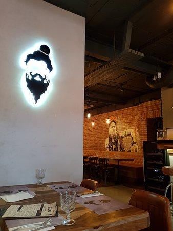 Guru - Restaurant & Bar: locale