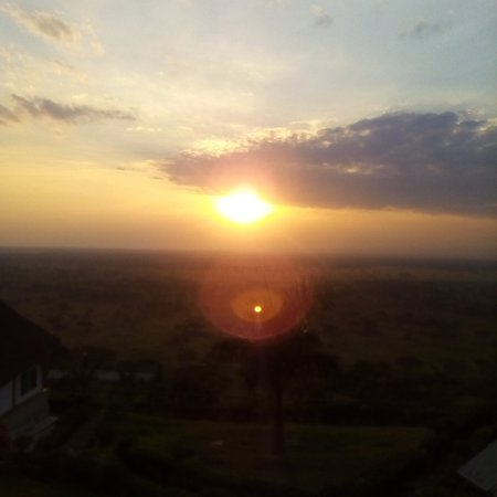 Miss not this sunset experience in queen Elizabeth National Park in Uganda which is the second largest National Park in Uganda.