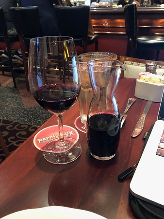 Pappadeaux Seafood Kitchen: great Spanish wine