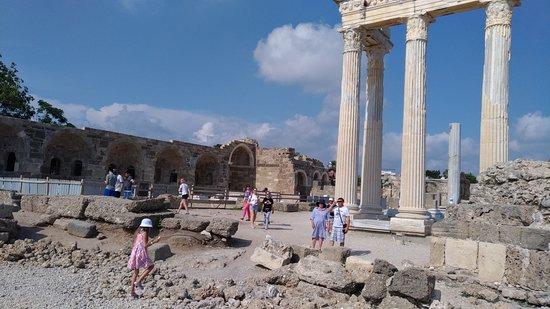 Side, Törökország: Apollon Tapınağı ve yandaki antik sosyal tesisler