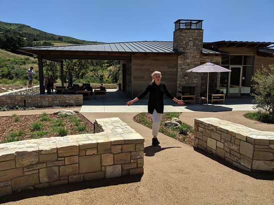 Buellton, CA: Peake Ranch Vineyards new tasting room and patio loubge