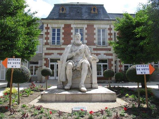 Statue de Maximilien de Bethune