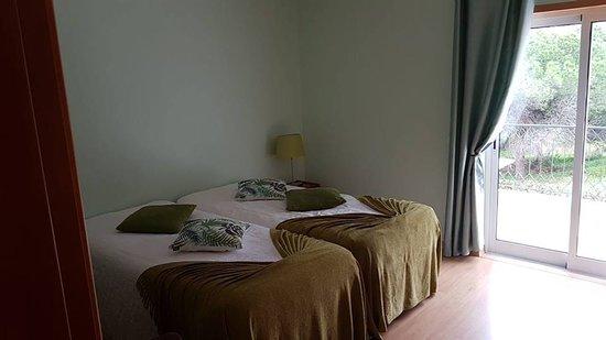 Montenegro, Portugal: Quarto 2 camas individuais , com vista para o terraço e área exterior