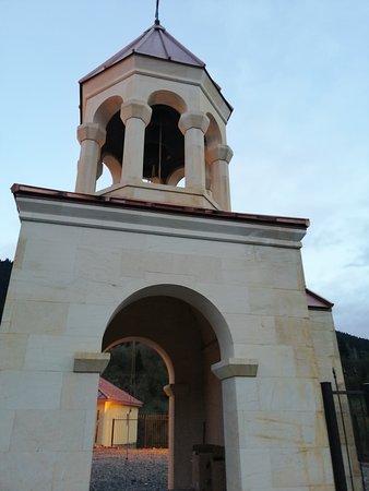 dzwonnica przy kościele