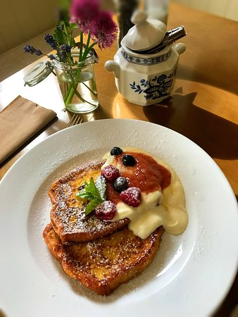 Delicious french toast with rhubarb purée and Greek yoghurt