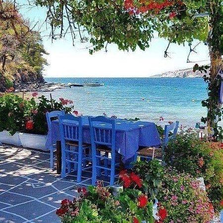 Taverna Leonidas: A place to be ...