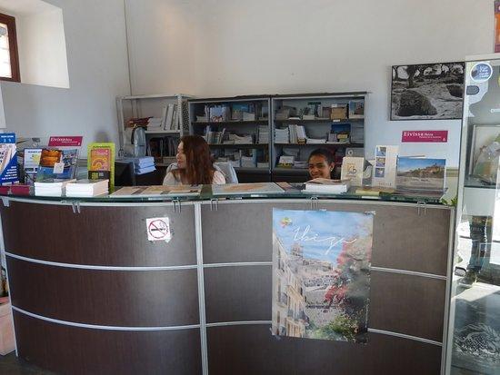 Oficina de Turismo La Curia