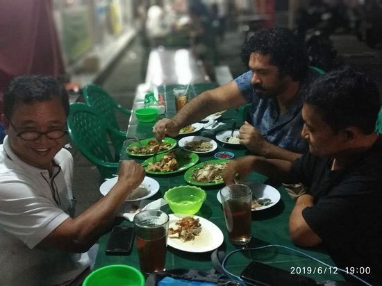 Bali, Indonesien: Farewel Dinner With Mr.Mohamad at Warung Biru Arema /Street Food So Lekker ENAK