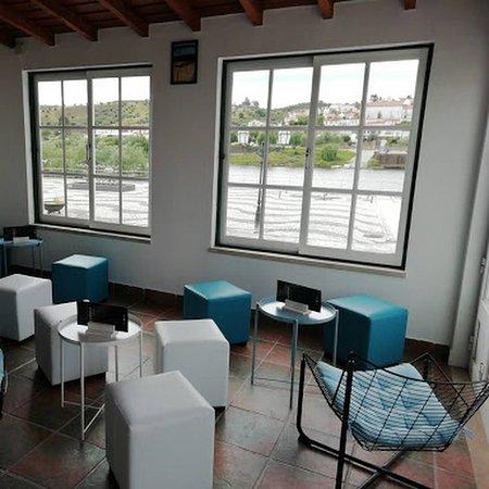 Interior com vista sobre o rio Tejo