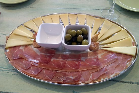 PRIVATE -Secrets of Dalmatian karst & wine experience: Ham, olives, cheese, and figs served at the wine tasting at Mas Vin.