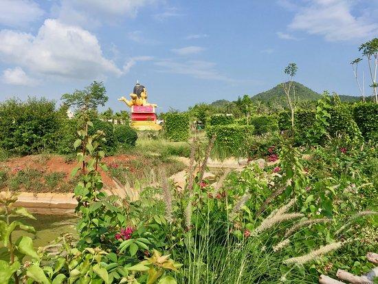 Pak Chong District, ไทย: Rolling foothills of Khao Yai