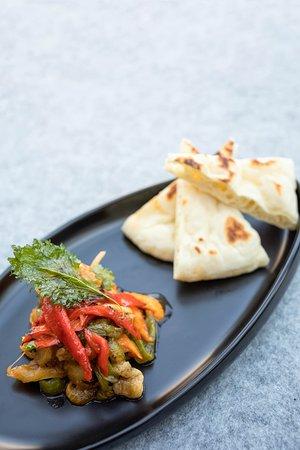 锡伯族风味烧辣子茄子  Xibonese marinated charcoal BBQ eggplant and bell pepper with sour, chili,garlic dressing & Xibo naan bread