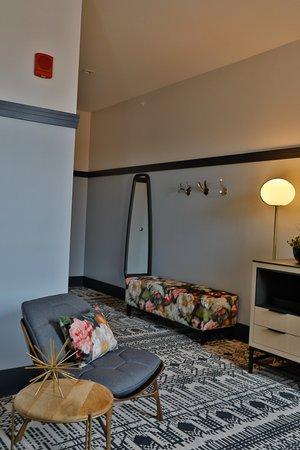 Lora: Guest room