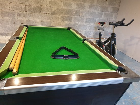 Saint-Martin-des-Besaces, Francia: Pool table and table football or for the more energetic on wet days - exercise bike