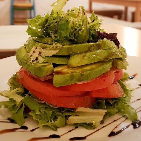 La Tasquita de Mami: ensalada de tomate, aguacate con reducción de PX