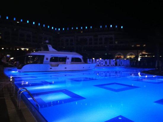 Gece Havuz Manzarası