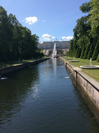 2-Day City Highlights Tour of St. Petersburg: 30 km of piped water to make a spout.