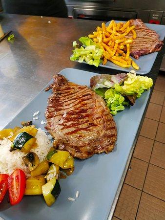 La Ferriere Aux Etangs, Francúzsko: Entrecôte servis avec légumes ou frite maison