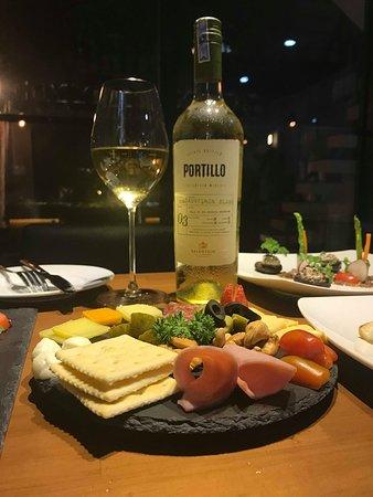 Wine&Bistro Chura: wine and cheese, snack