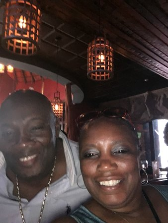 Μοντέγκο Μπέι, Τζαμάικα: AJ hanging out with the fam waiting for us to finish dinner and some slots.