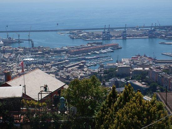 Ristorante Montallegro: View over Genoa