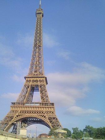 Seine River: Вид на эйфелеву башню с Сены
