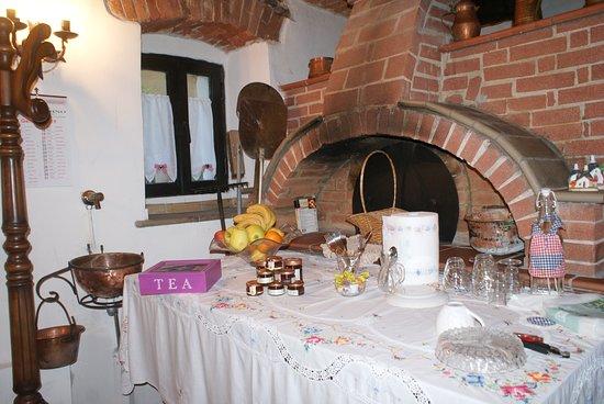 Bernezzo, อิตาลี: Il forno a legna nella sala colazione