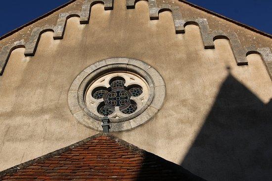 St Boil, ฝรั่งเศส: L'église de Saint-Boil - Celle-ci était fermée lors de ma venue - Il n'y a aucun panneau d'informations sur les horaires d'ouverture - Je ne sais pas si celle-ci se visite?