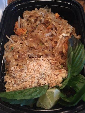 แมนคาโต, แคนซัส: Pad Thai (to go order)